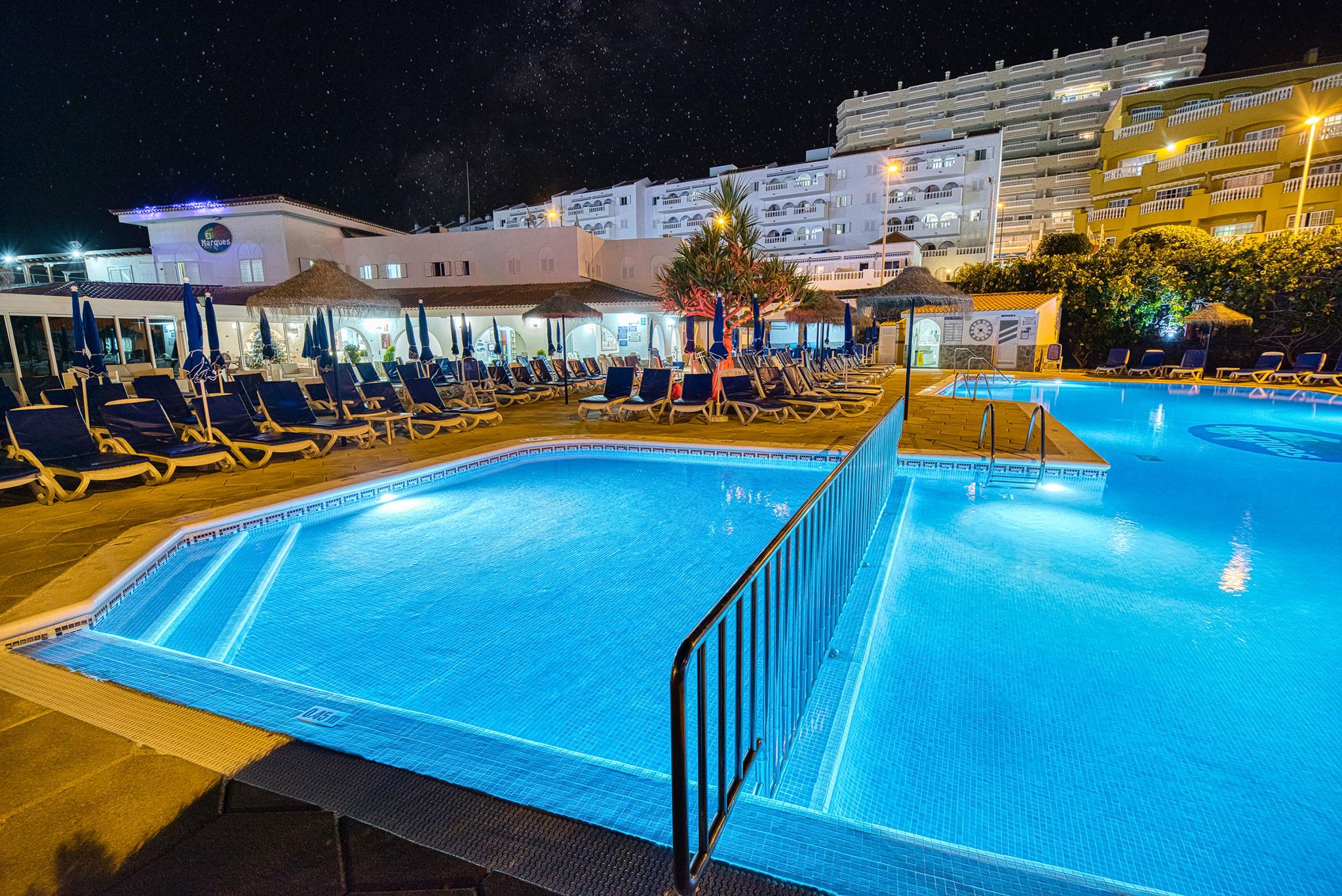 Hotel Marques Night pool