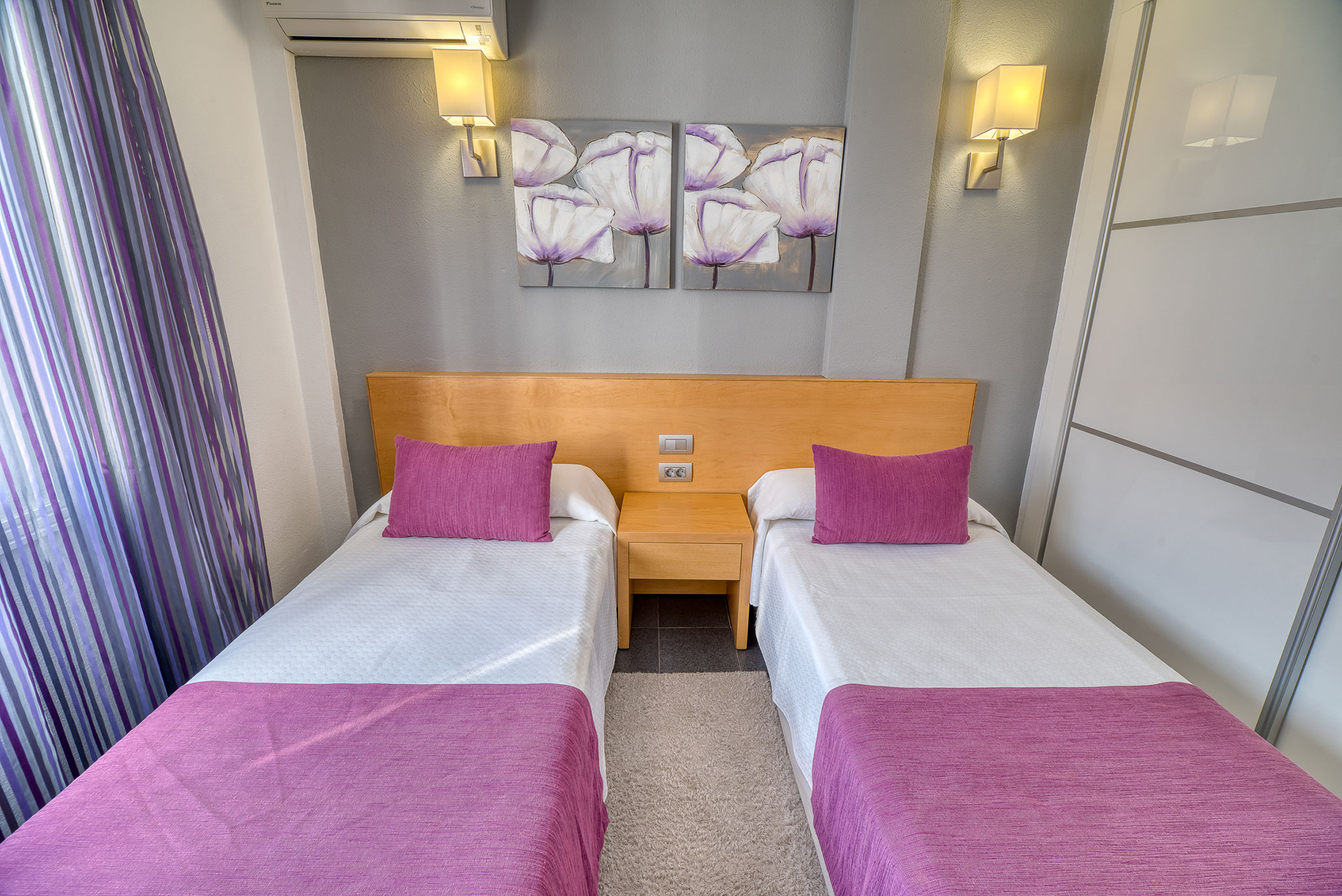 hotel-marques-pink-room