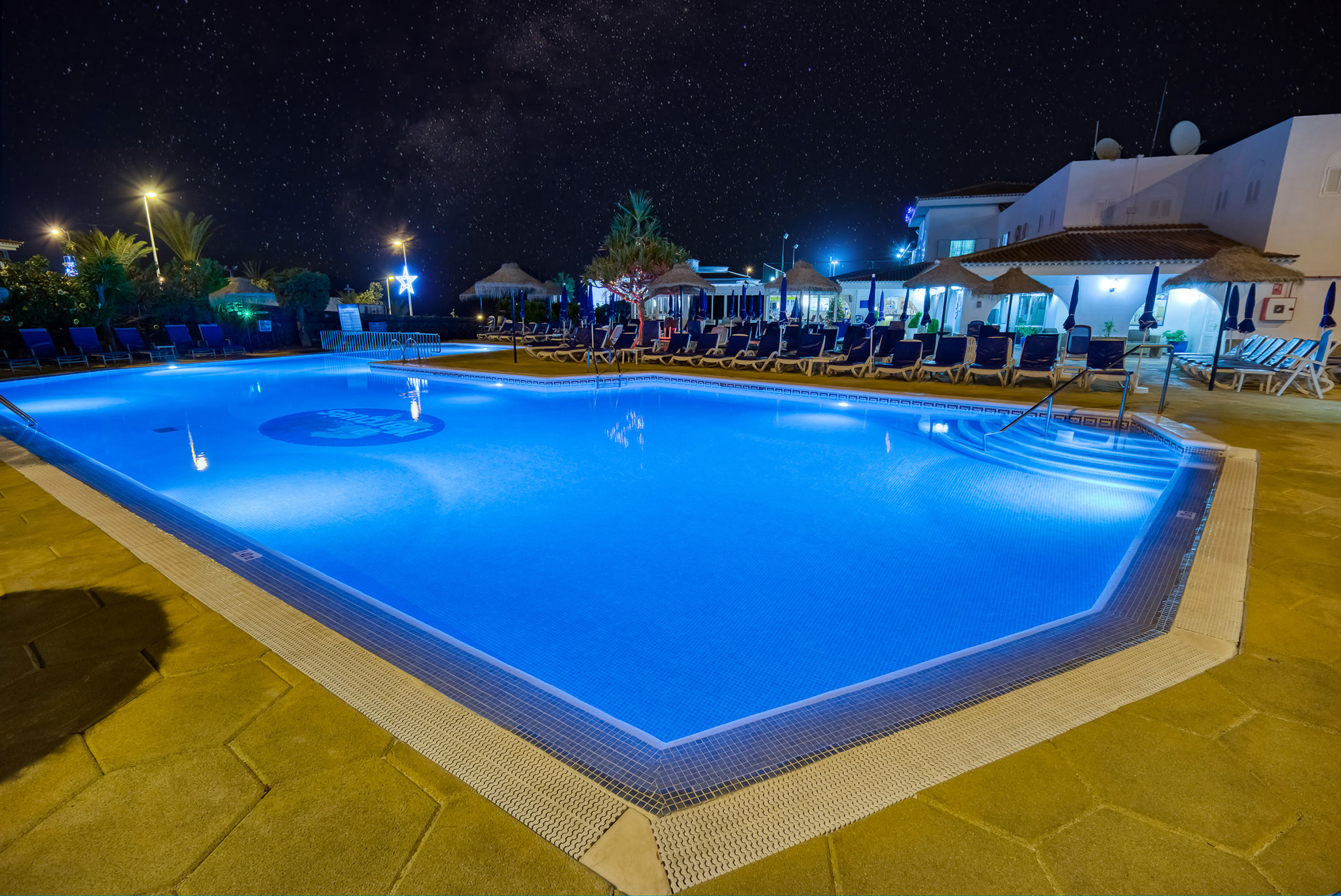hotel-marques-pool-area-night